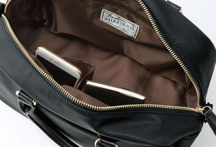 底びょう付きで床置きもOK。中が見渡しやすいよう内布はブラウンに。エコバッグなども収納できる充実のポケット。