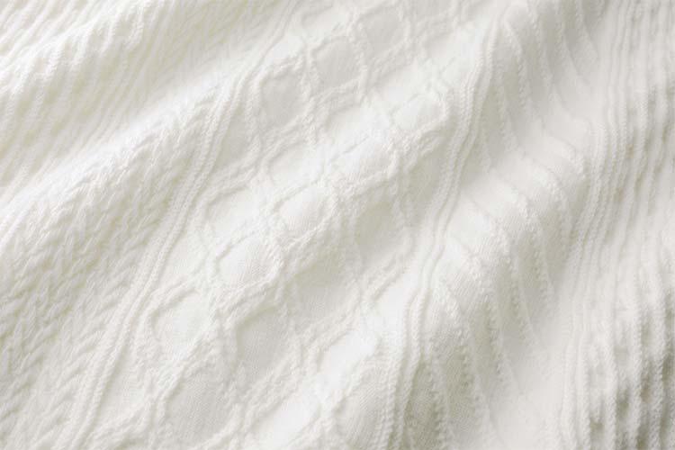 やや厚手のジャカード編みのカットソー素材