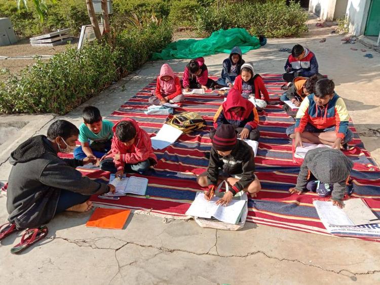 学校での有機農法の勉強会の様子