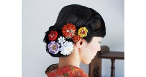つまみ細工の魅力をつまみ細工作家の間彦由江さんにうかがいました。