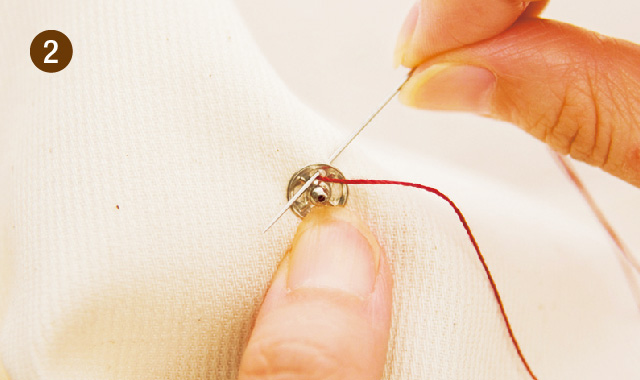 針と糸でスナップボタンを付ける場合2