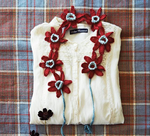 チョコレートコスモスの飾り衿