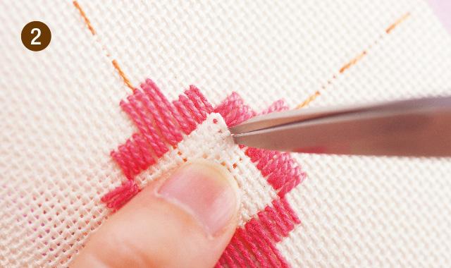 ハーダンガー刺繍 織り糸をカットして抜きます 手順②