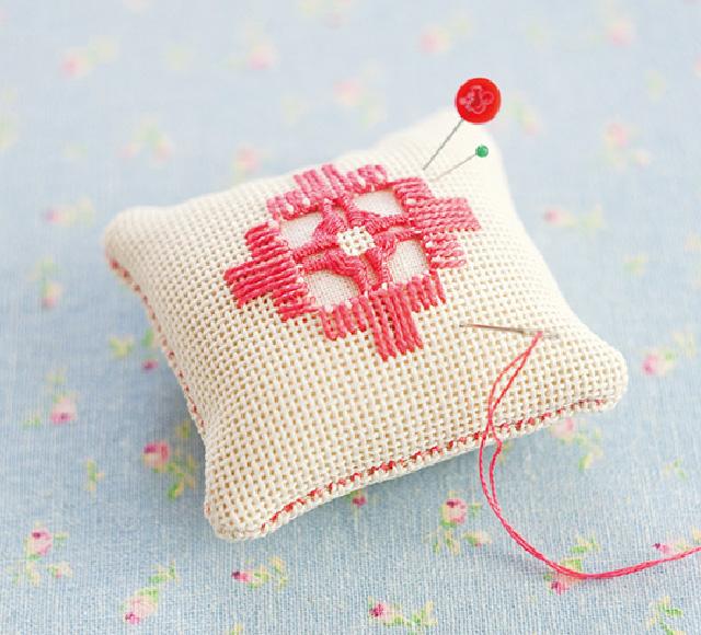 ハーダンガー刺繍 ピンクッション
