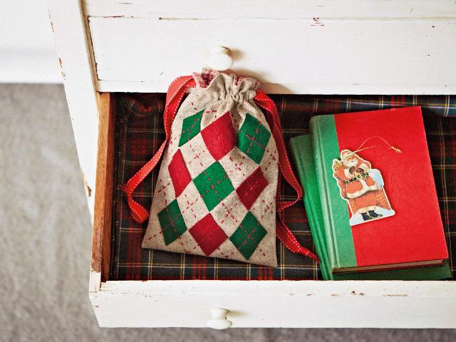 クリスマスカラーのアーガイル巾着