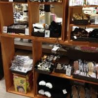 フェリシモ猫部が渋谷ヒカリエにてオリジナルグッズを販売中! 女子DIY部も展示用の棚を提供してますよ~