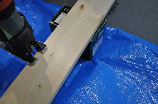 天板用に2本と、脚用に2本を切り出します
