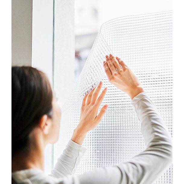 レトロなガラス風の凹凸が再現されている、シート状のDIYアイテム