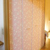 大きな収納扉をシールを貼るだけリメイクで華やか空間に!【貼るだけ敷くだけキャンペーン実施中!】