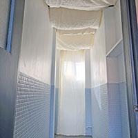古いビルの元浴室を、使える部屋にリノベーション!その5:天井布貼りで完成