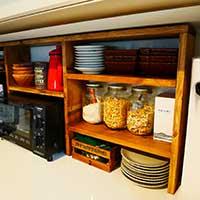 【連載】キッチンキャビネットに棚をDIYして快適な収納スペース作り♪【anさんのおうちと暮らしがもっと楽しくなるDIYダイアリー】
