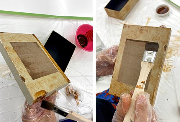 水で薄めたオールドウッドワックスウォーターベースコートを、箱の外側に平筆で大まかに塗っていきます。