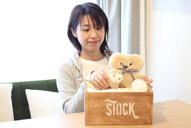 ほどよいサイズの木箱を選んだので、お気に入りの雑貨達をしまっておくボックスとしても使えそう