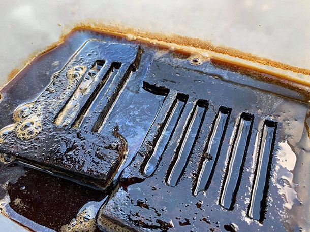 鉄の成分がお酢の力によって液体に滲み出てくるそうです