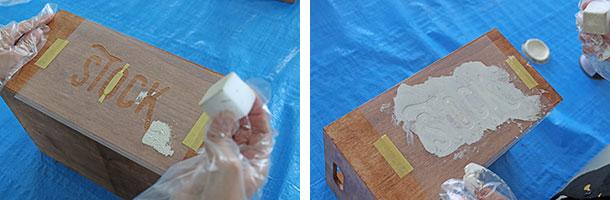クリアファイルをマスキングテープで固定して、ペイント塗料をスポンジで載せていきます