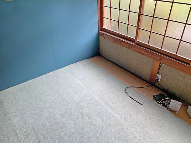 子ども部屋と仮定して青いペンキにアクセントとして塗りました