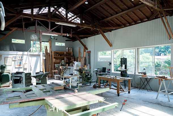 家の近くにある家具を製作する工場も2年ほどかけてリノベーションしていました