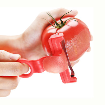 湾曲ギザ刃がトマトにフィット! ののじ トマトピーラー