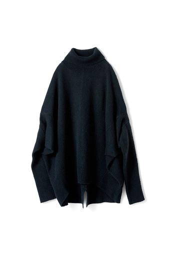アヴェクモワ 変形ニットセーター〈黒〉