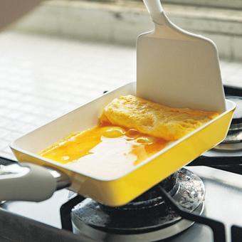 料理のテンションも腕前も上げていこう! 自慢したくなるイエローセラミッククッキングパン〈エッグパン〉