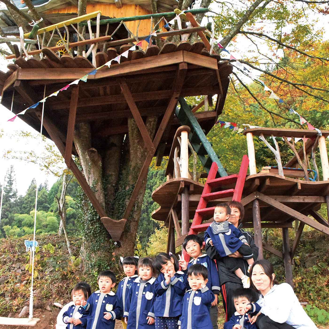 2015年秋に完成した気仙沼 廿一(にじゅういち)地区のツリーハウス。その名も「メリー」!!このツリーハウスの一番上の階にはなんと船がのっています。雲の上を進む船をイメージしたのだとか。子どもたちの想像力がぐんぐん広がりそうです。
