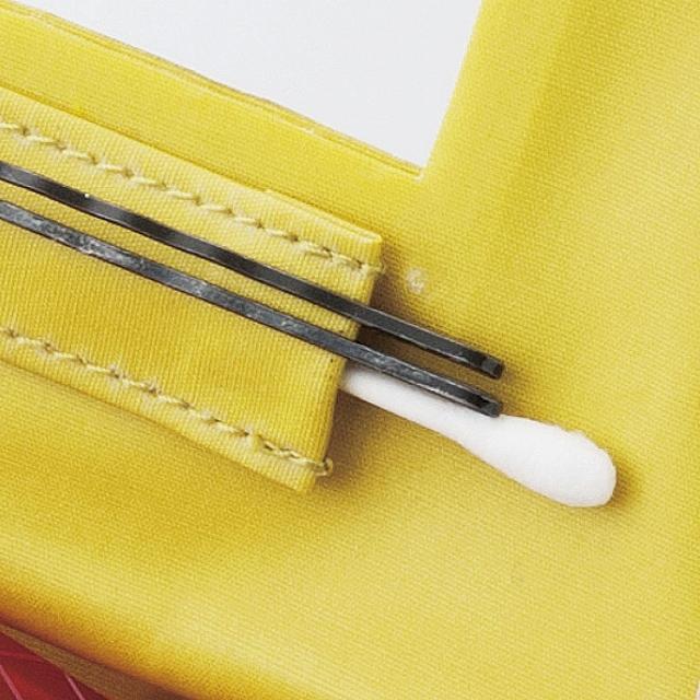 ありそうでなかった ! 綿棒やピンが左右から取り出せる「おもてなしポケット」付き。