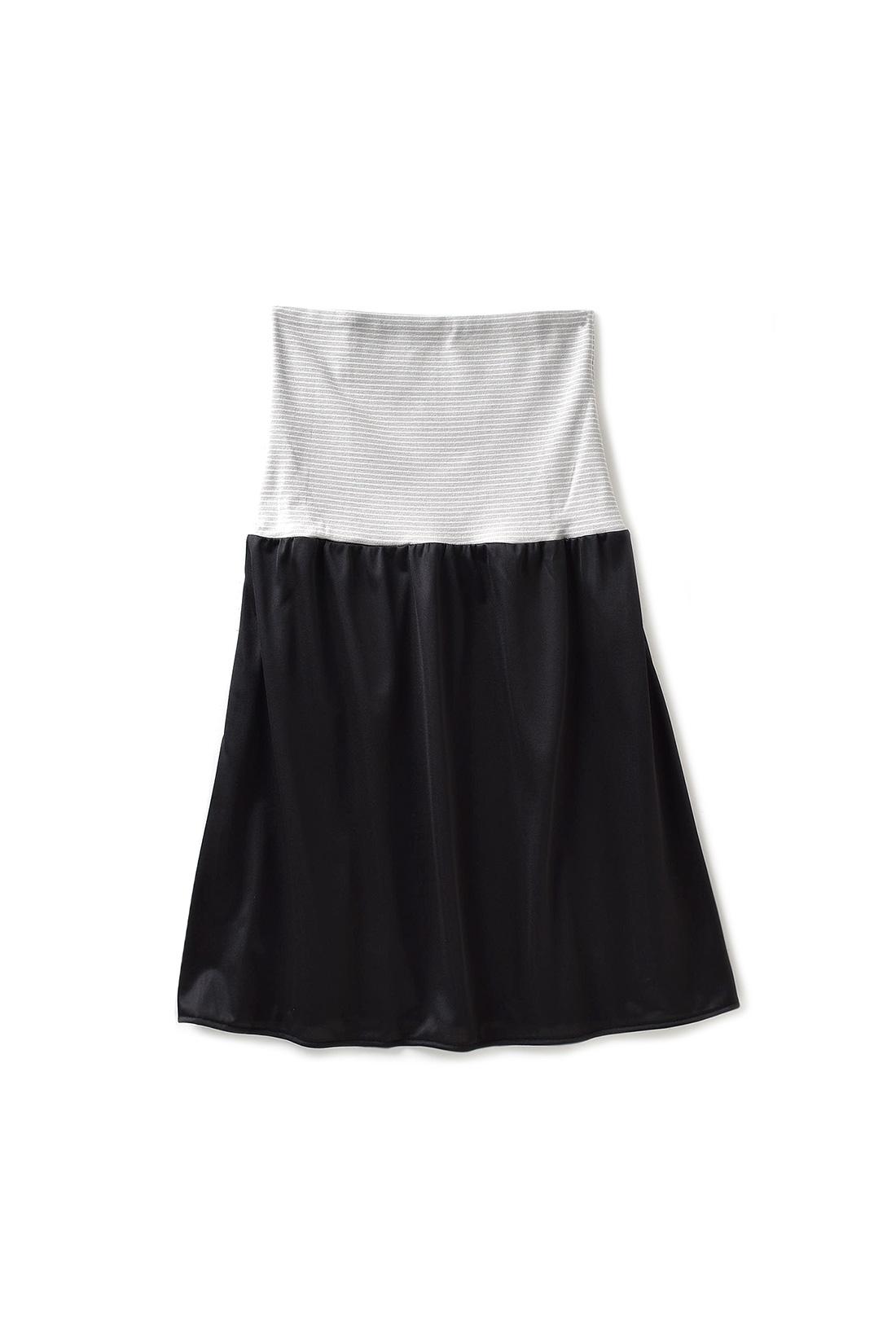 おなかにくい込みにくい幅広のカットソー素材。上げ下げすることでスカートの長さに合わせて丈調節。