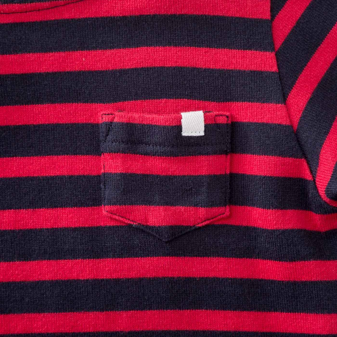 胸ポケットには、ネームピンが通せるループタグ付き。