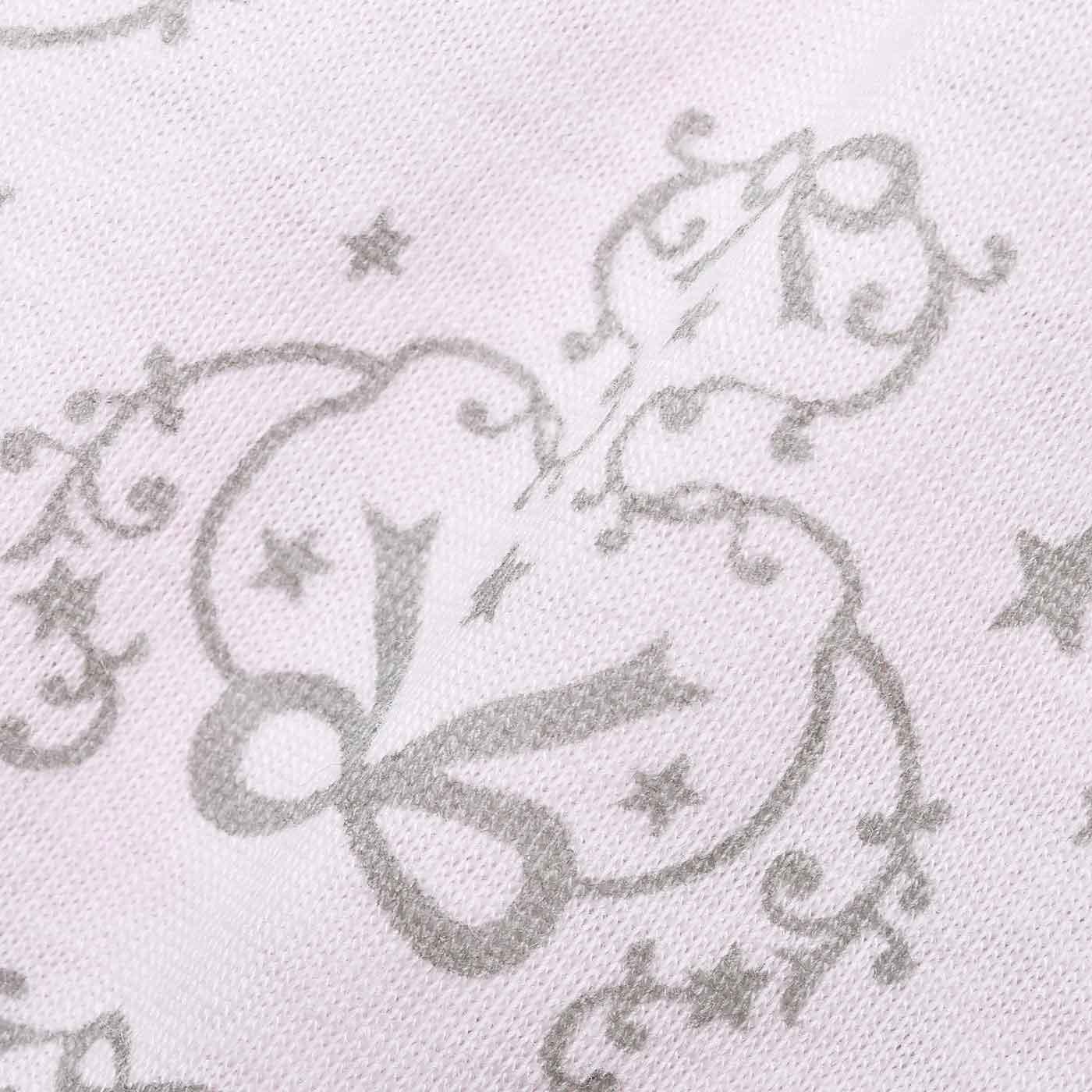 やわやかなカットソー生地に、外国の女の子のお部屋の壁紙みたいなモチーフをプリント。
