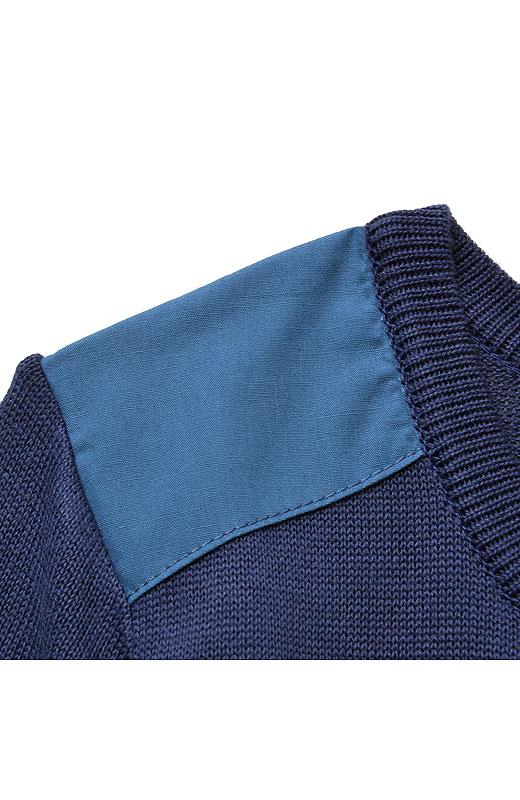 肩とワッペンには布はく素材を使って、ほんのちょっとアクセントにしています。何気ないけどきいてるね。