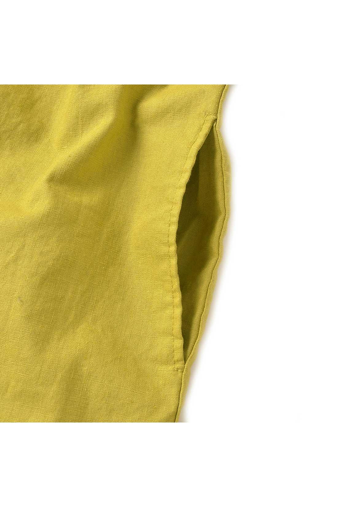 ポケット付きのデザインです。