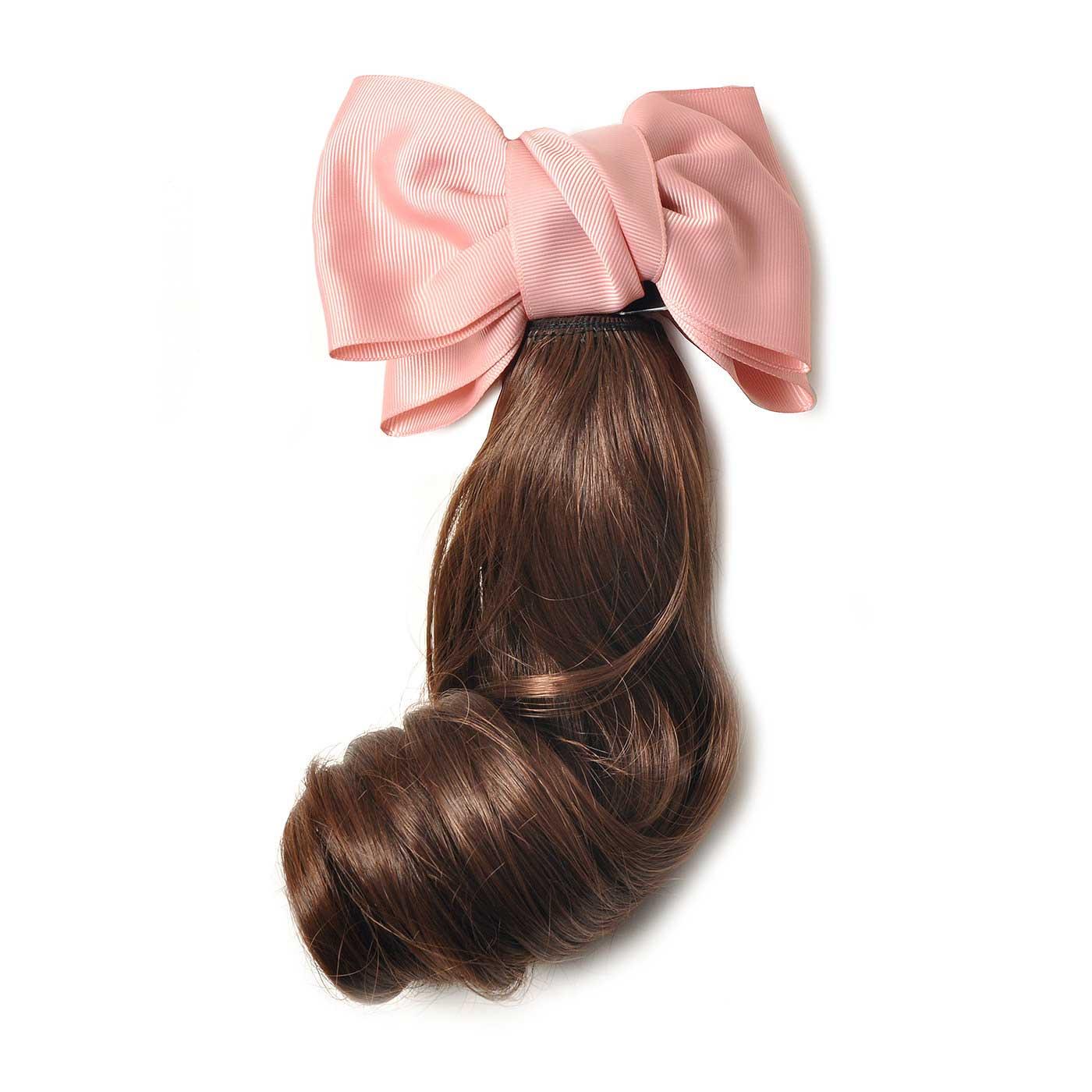 どんな髪色にも似合う自然なブラウンカラー! ミディアムタイプはふだん使いにぴったり