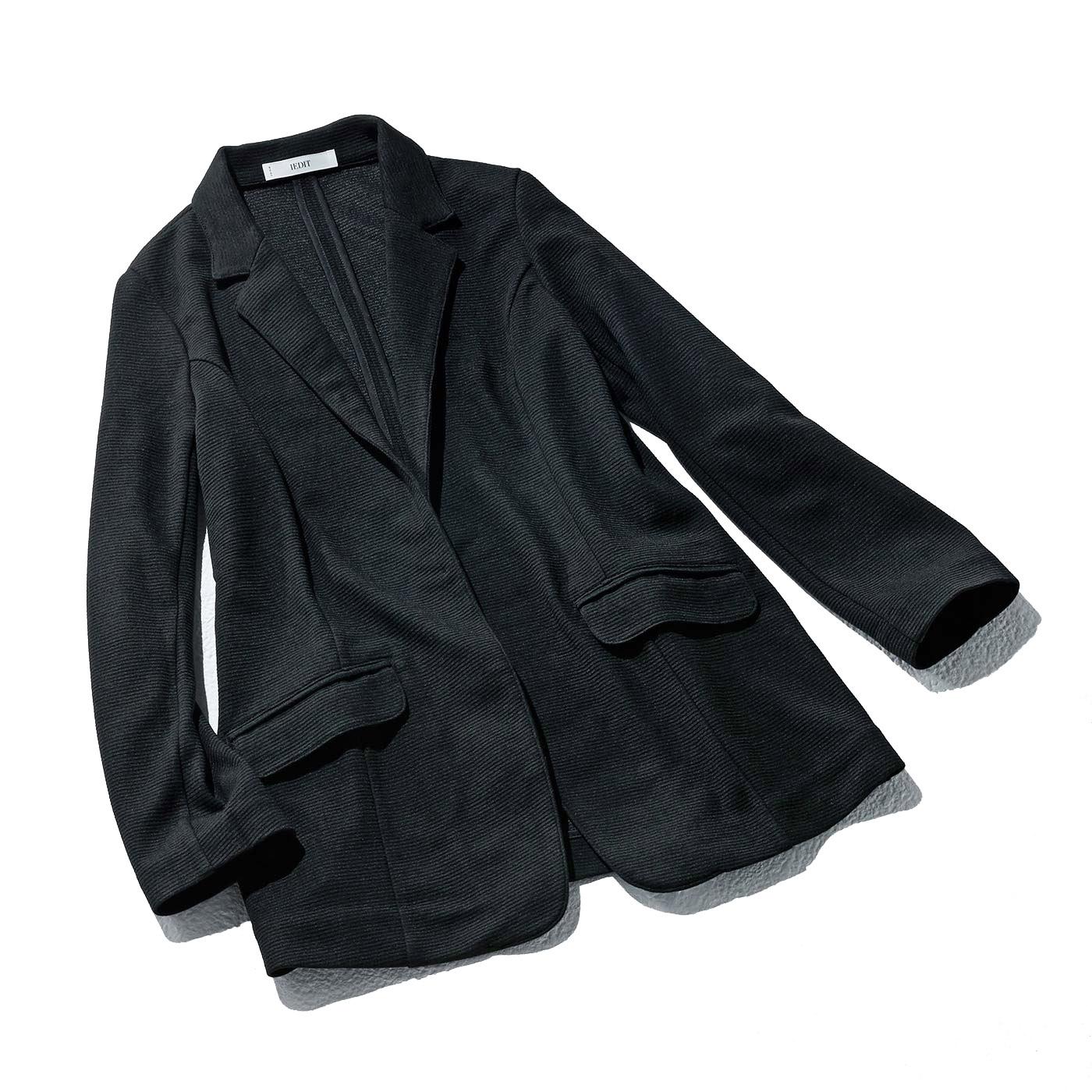 どんなコーデにも凛と決まる〈ブラック〉 抜け感を出しやすい細身の袖 プッシュアップが様になる、今年らしい袖デザイン。 ヒップをカバーする長めの丈感 やや細身のシルエット×長め丈のデザインは、体形をカバーして着やせをかなえます。