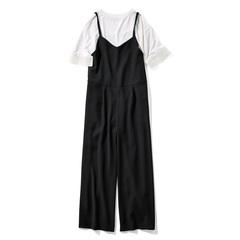 シックにあかぬける〈ブラック×オフホワイト〉 頼れるシームポケット付き。足もとが美しく見える九分丈。