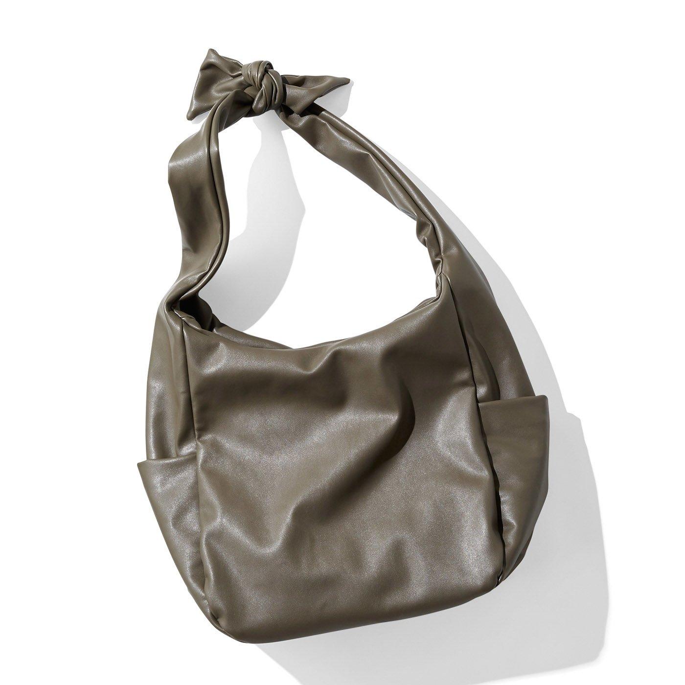IEDIT 布派も認定! 布バッグみたいに気軽に持てるライトフェイクレザーバッグ〈グレージュ〉