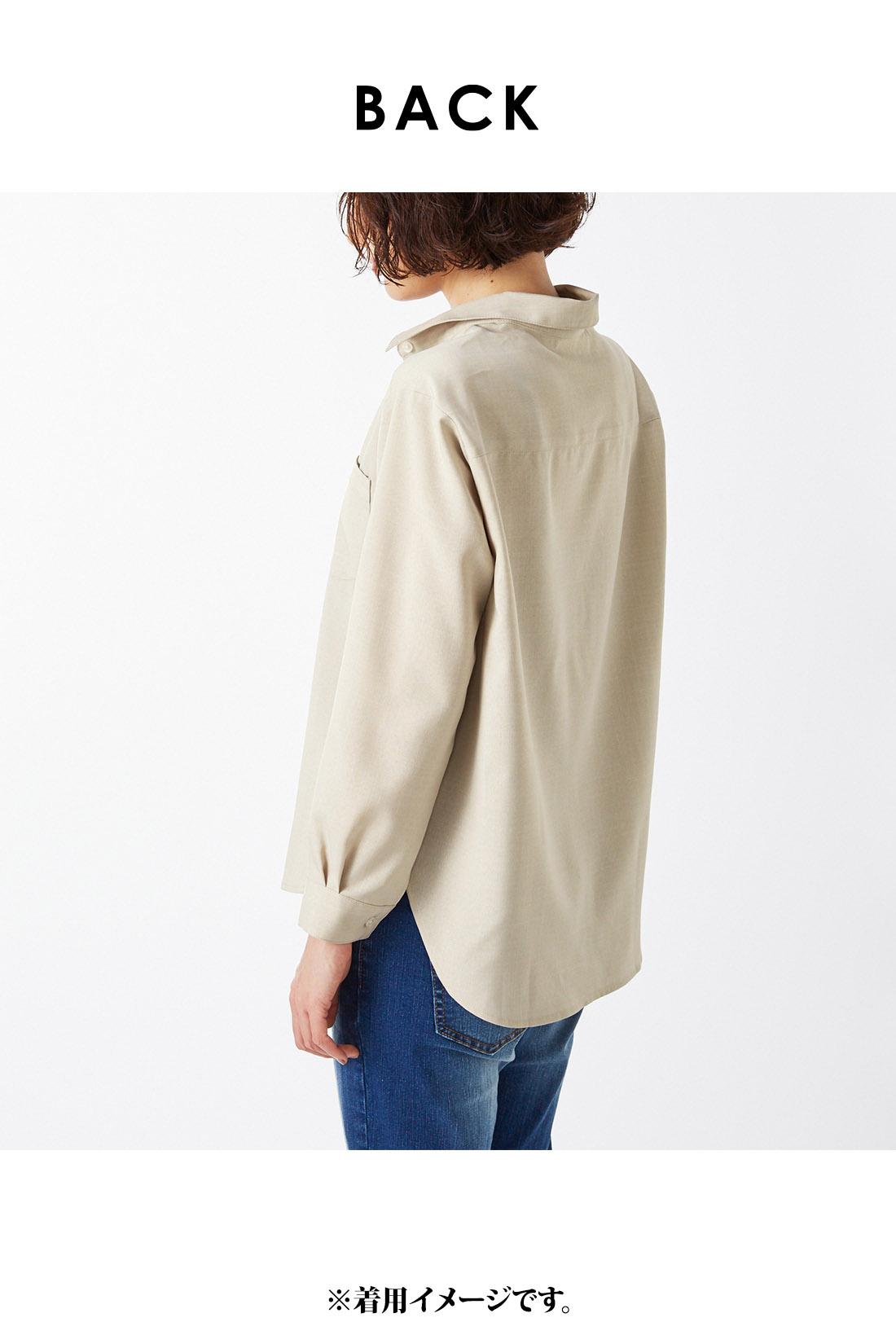 着るだけで衿が自然に抜けるパターン&旬のほんのりオーバーサイジング。 ※着用イメージです。お届けするカラーとは異なります。