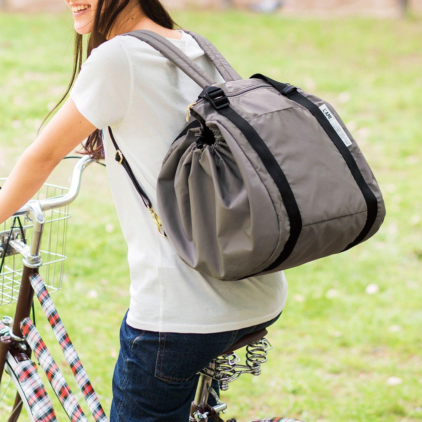 前かごに荷物がいっぱいでもリュックにもできるから便利。たくさん買い出しできそう。