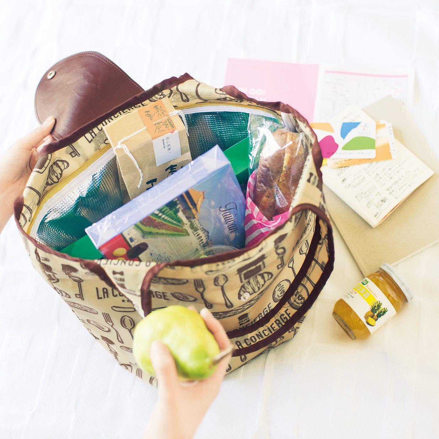 たためる保冷エコバッグ 「チョコレートや冷蔵ものも安心しておみやげに持って帰れるように、エコバッグに保冷機能をプラス。軽く、コンパクトにたためるからふだん使いにも便利です。」