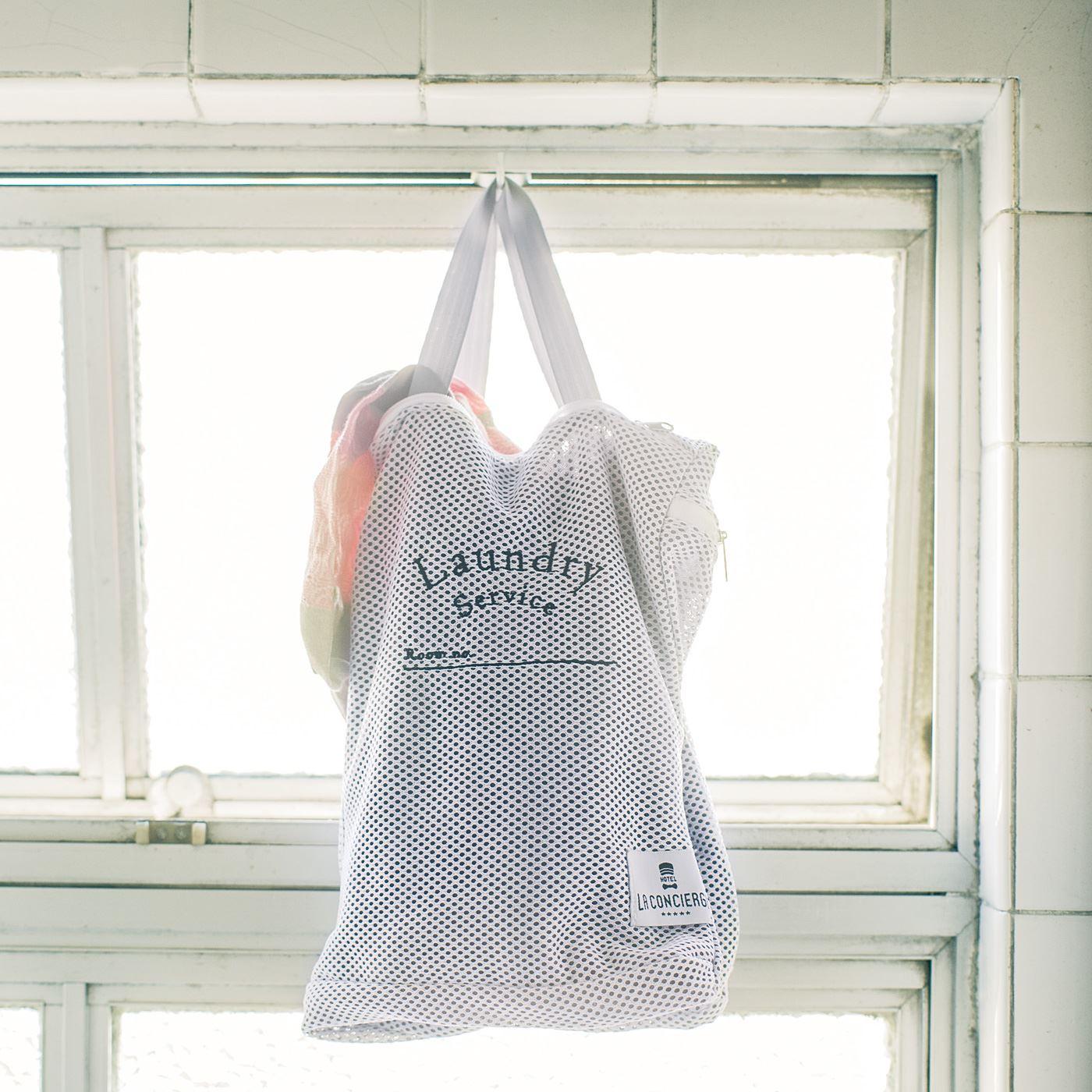 そのまま洗えるランドリーバッグ 「使用前、後の下着やTシャツを分けて収納でき、そのまま洗濯機でも洗える便利なランドリーバッグ。中身が見えにくく、帰宅後の面倒なお洗濯もスムーズです。」