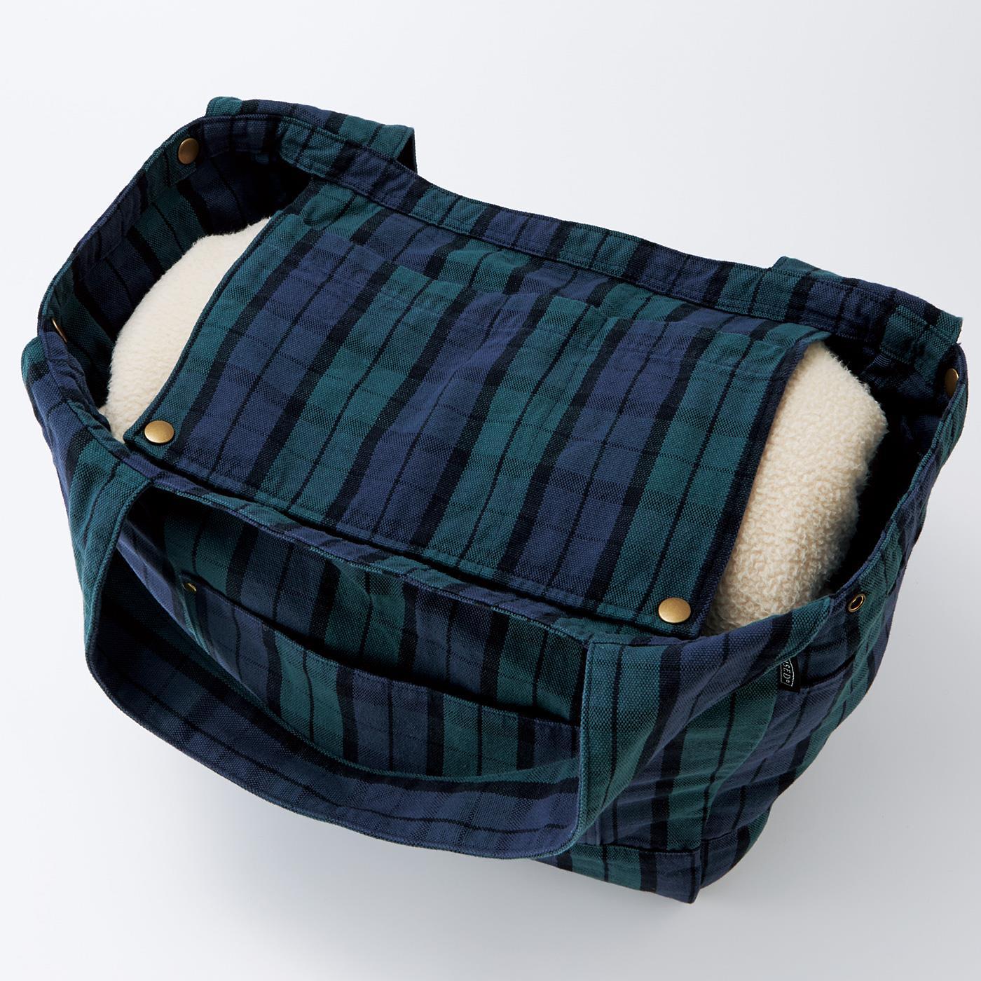 つりポケットは中身を目隠しするふたとしても使えます。
