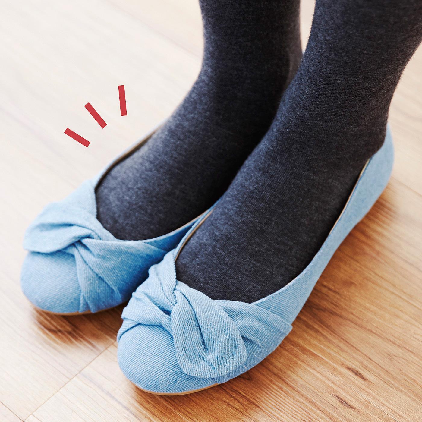 平たい磁石と薄手の編み立てで、靴下やタイツを重ねばきしてもごろつかずすっきり。