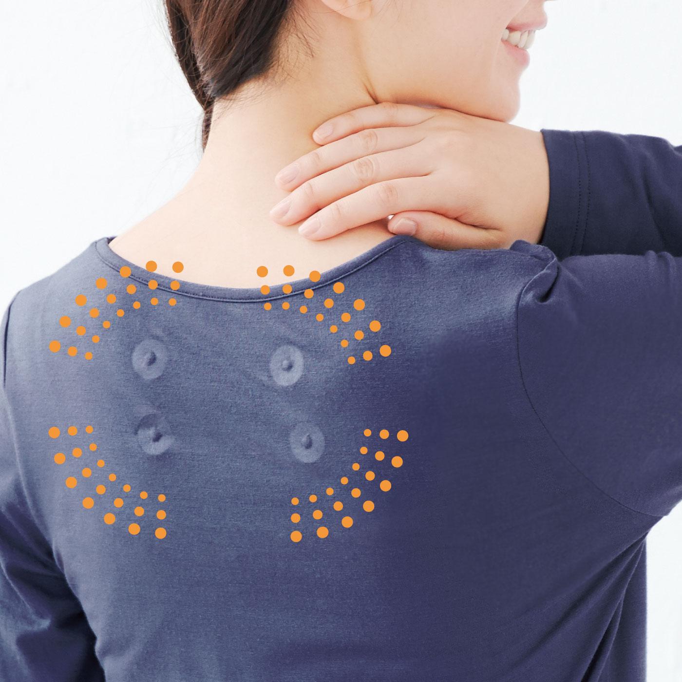 肩甲骨まわりに付いた磁石がじわじわ~っとコリをほぐします。
