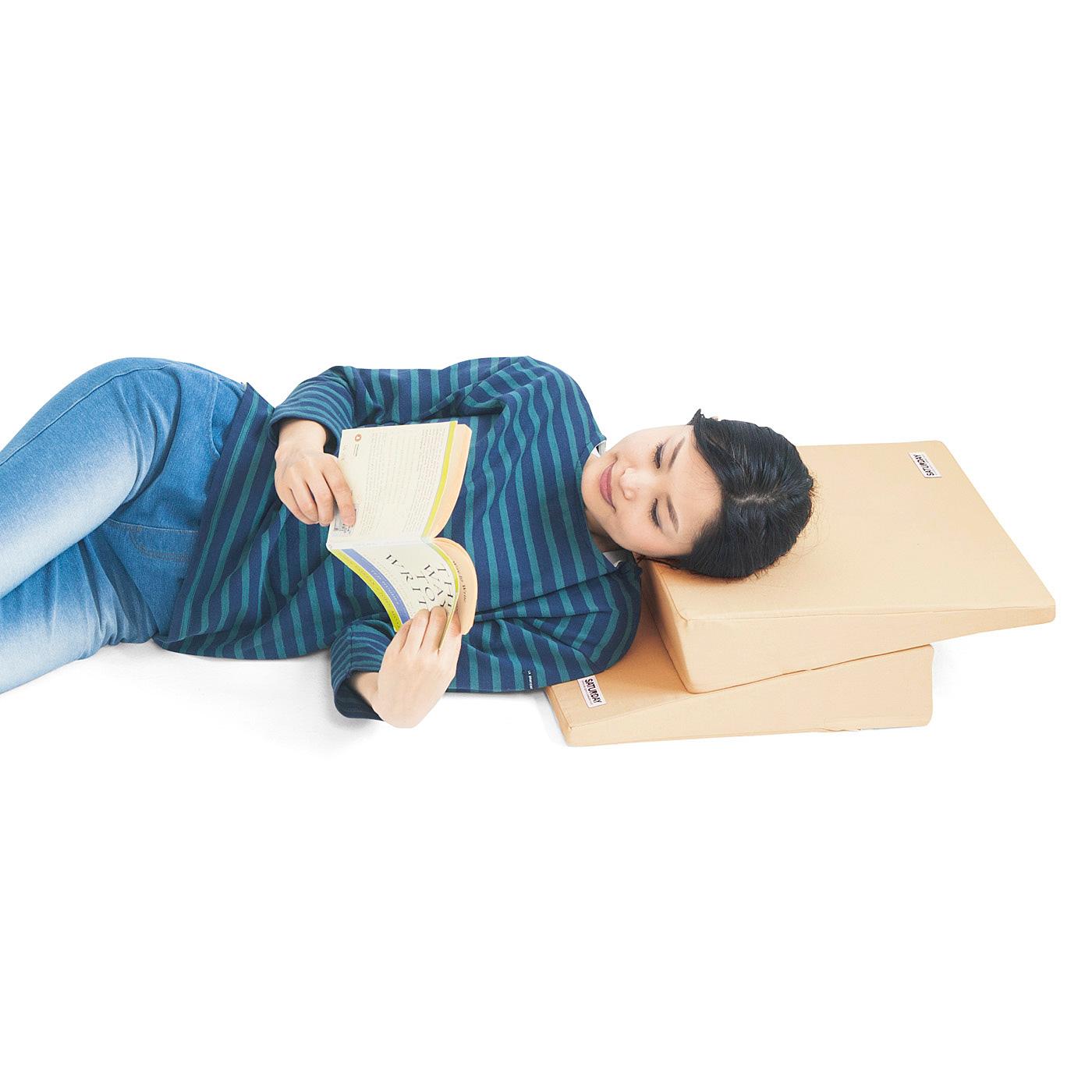 寝転んでテレビを観たり、読書をする時にもお役立ち。