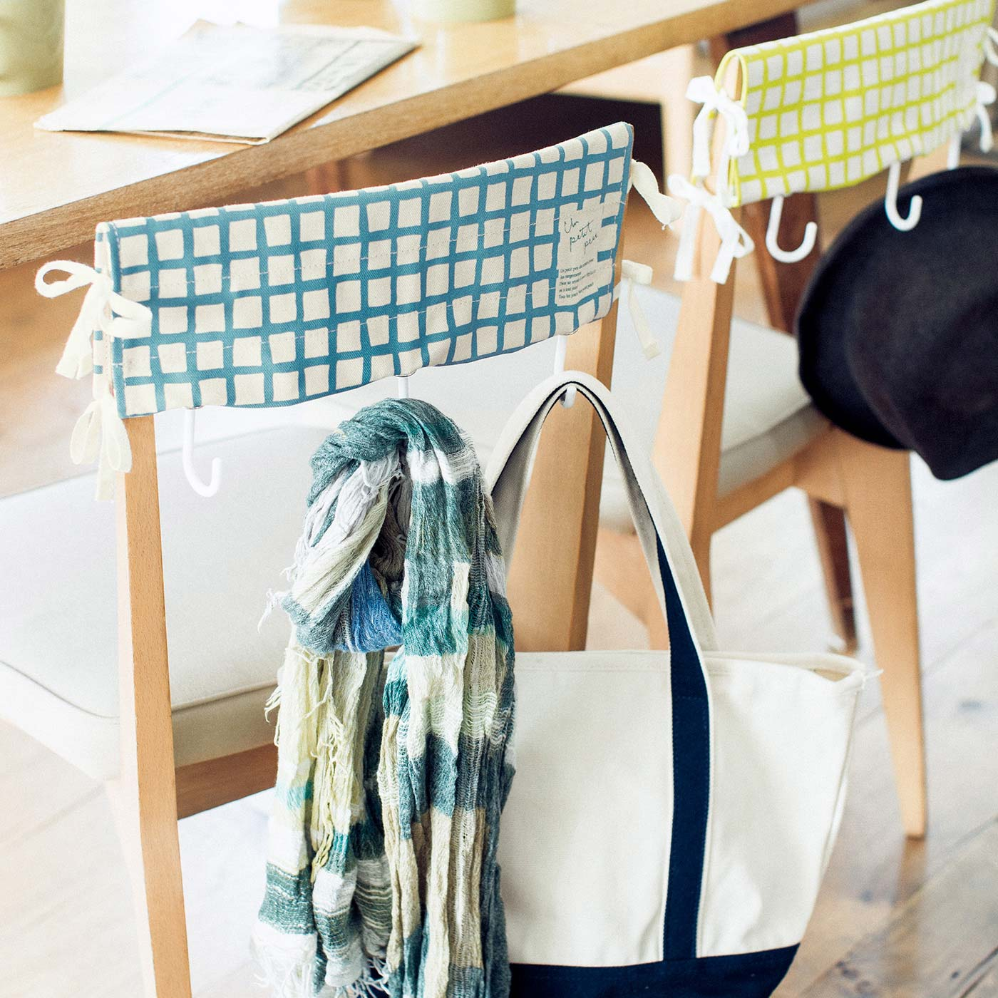 フェリシモ いすに付けてテーブルすっきり フック付きチェアカバーの会