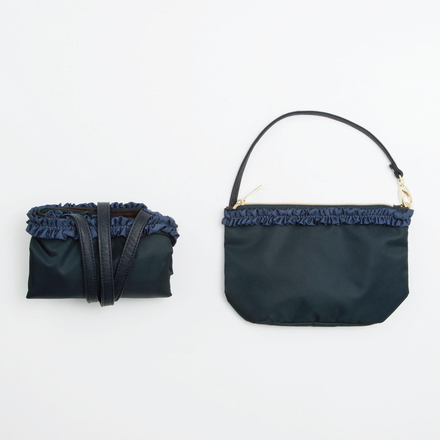 バッグをたたむとポーチに収納できます。ポーチ金具の片側は取り外し可。