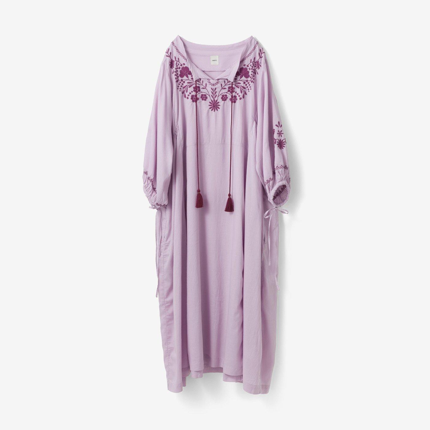 avecmoi 刺しゅうドレス〈ピンク〉
