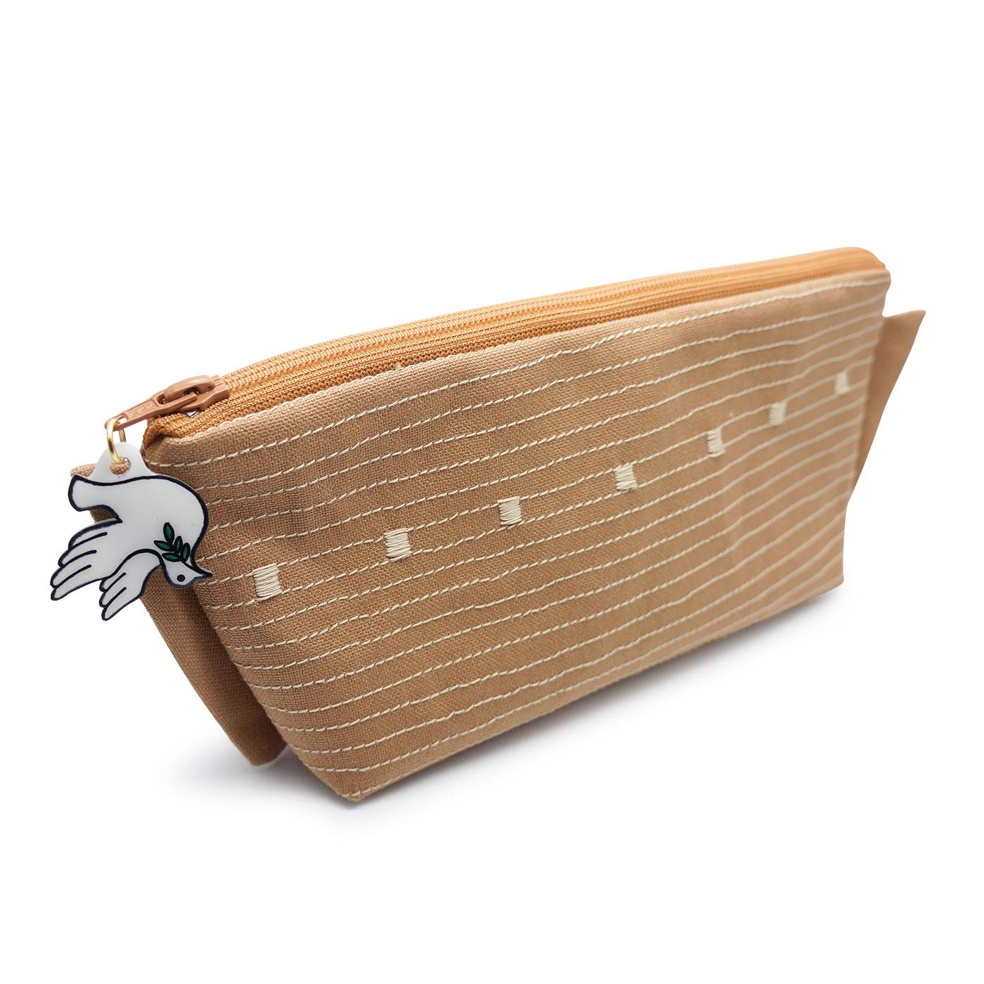 舟型ポーチで、ノアの方舟の外観を再現。