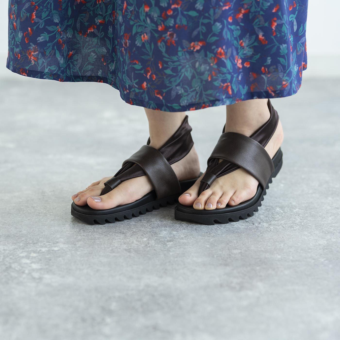 靴デザイナーの理想で仕上げた 職人本革のトングシューズ〈ブラウン〉[サンダル:日本製]