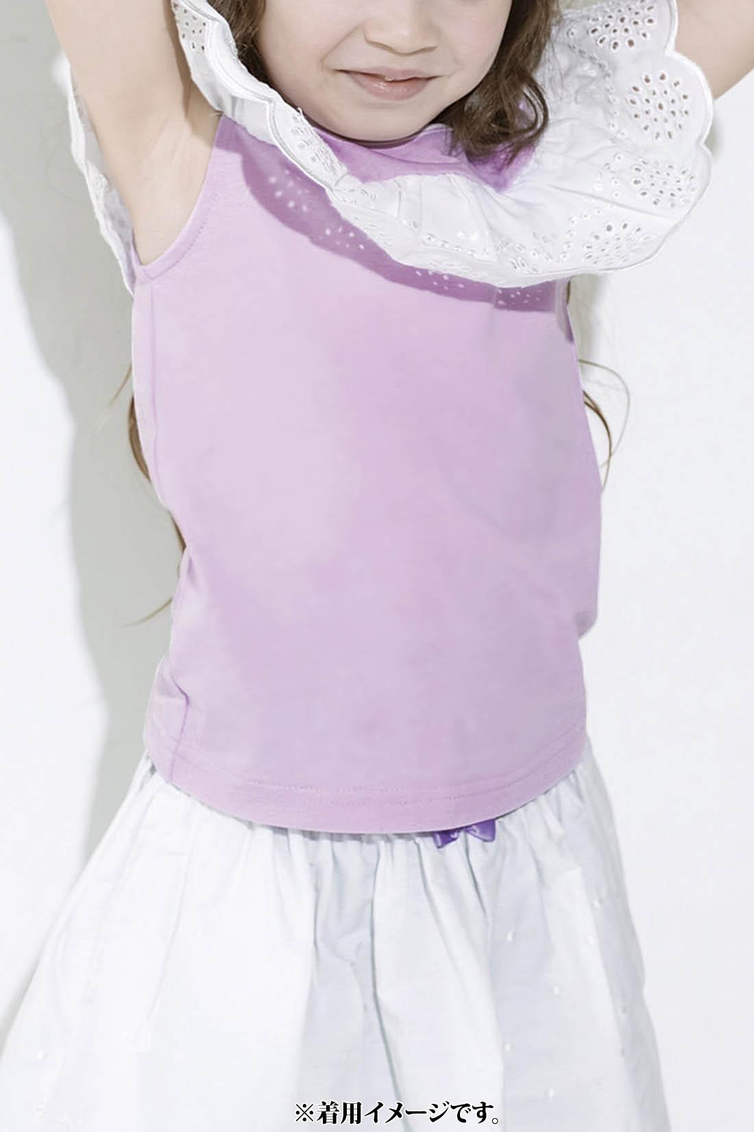 肩口のレースが袖代わり。身ごろは動きやすい綿100%の天じく。