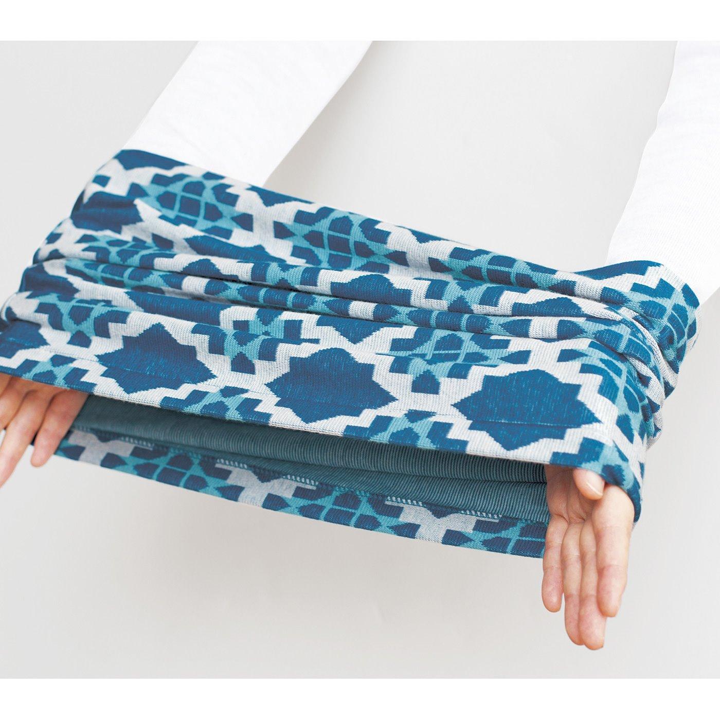 適度に伸縮する、筒状のジャカード織り。
